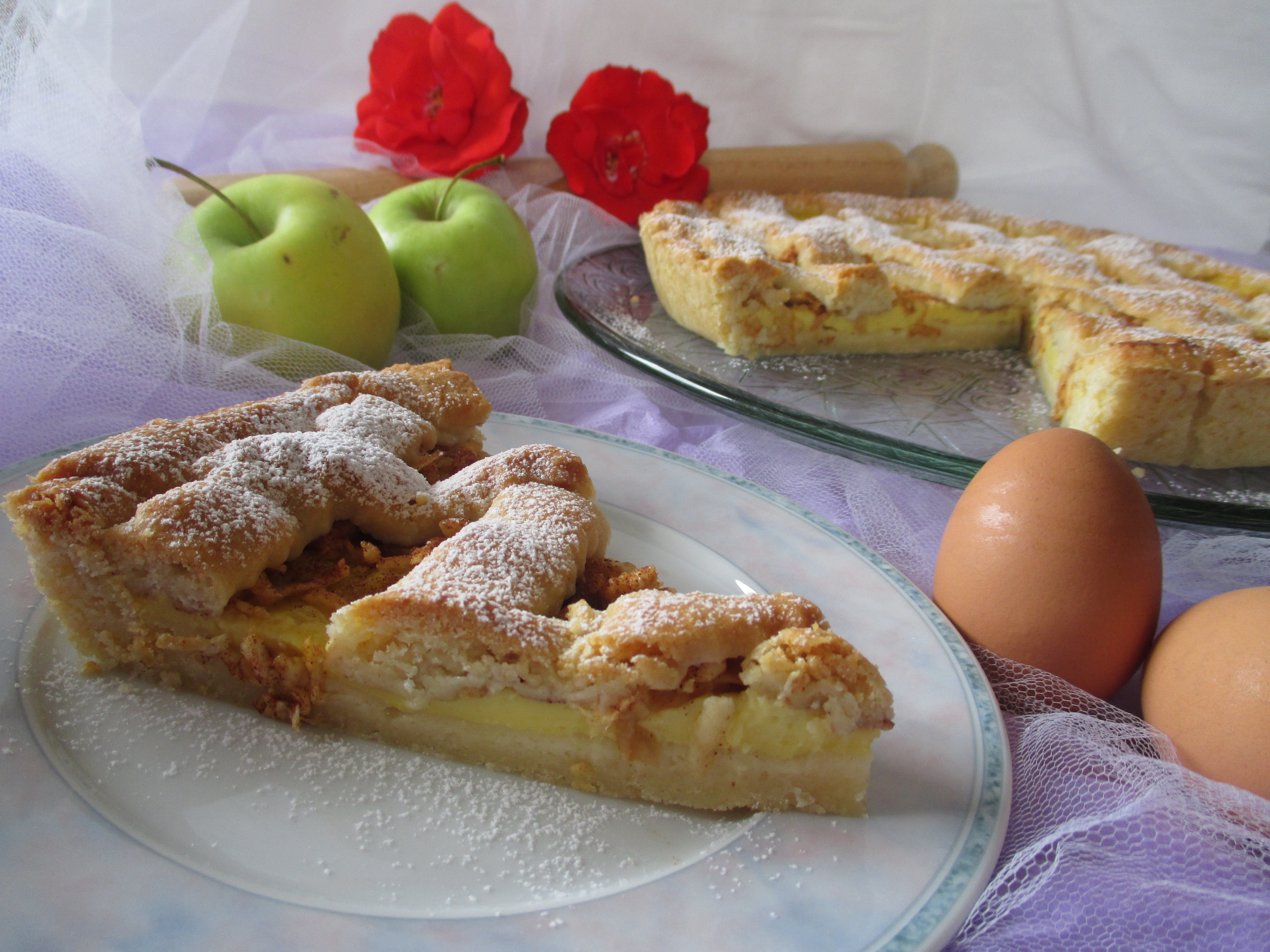 Crostata con crema, mele e cannella