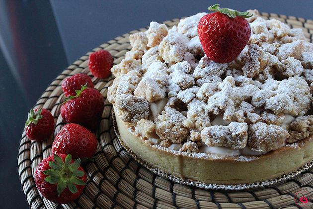 Crostata cheesecake di fragole con crumble croccante